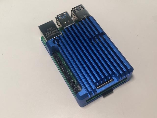 Raspberry Pi 本体へのマイクロSDカード取り付け
